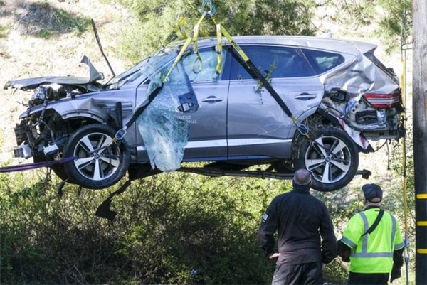 """""""老虎""""伍兹车祸原因引热议 专家称打瞌睡、疲劳驾驶"""