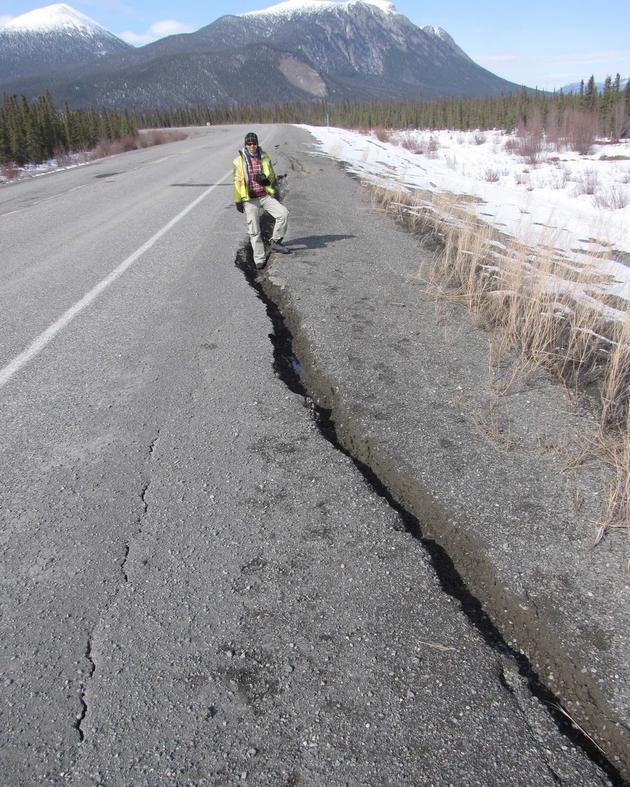 建造在冻土层上的道路和建筑,未来充满不确定性