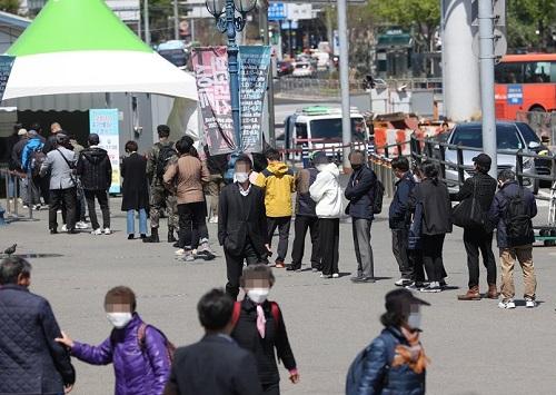 韩媒:韩国新冠疫情胶着昨日新增超680例 绝大多数是社区感染
