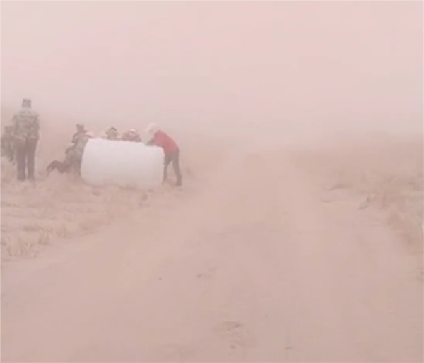 内蒙古阿拉善惊现沙尘暴巨墙:遮天蔽日