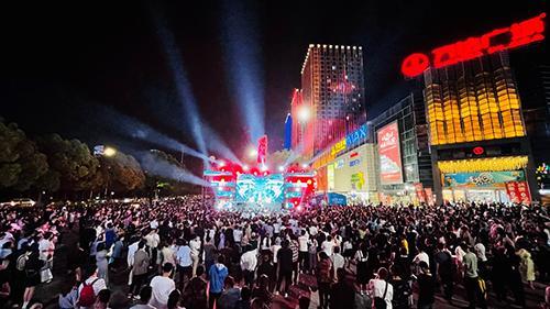 体现中国消费市场强劲复苏 五一黄金周万达广场指标大幅增长