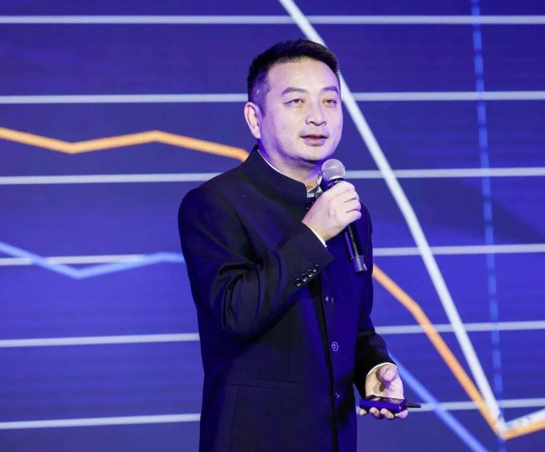 梁建章:中国必须真金白银地补贴生育