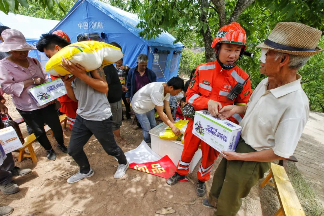 救灾直击|他们千方百计保障受灾群众基本生活插图1