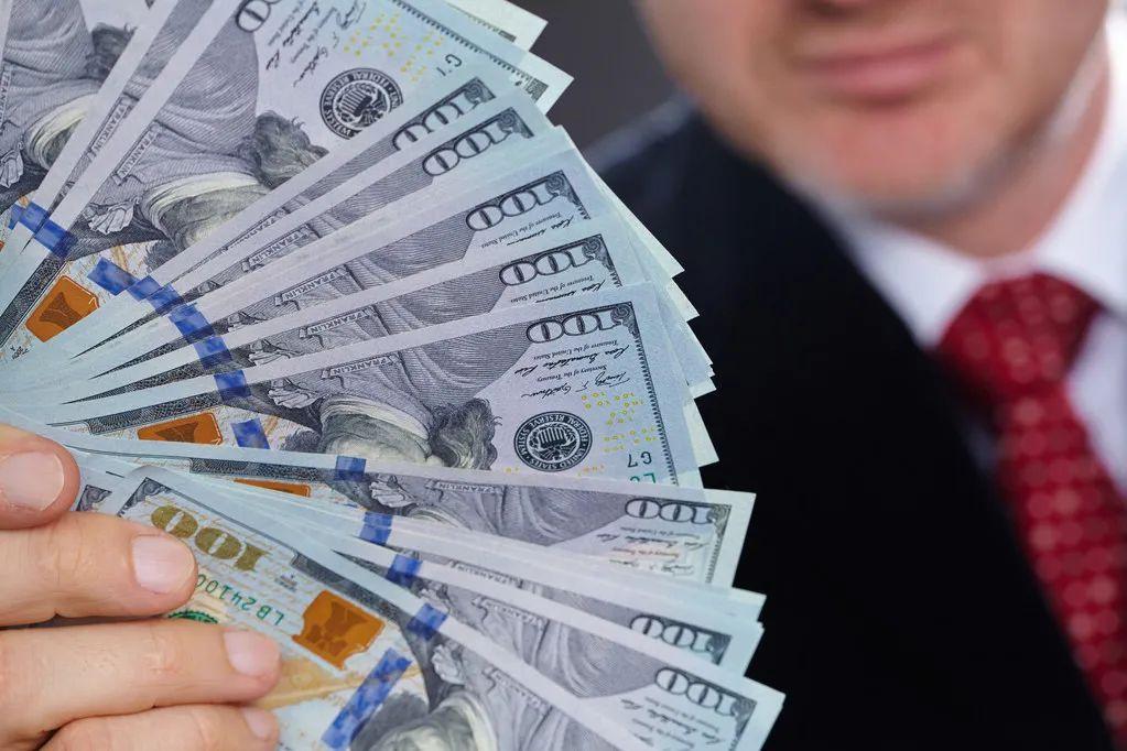 全球财富报告:中国超富人群资产8年内将超美国