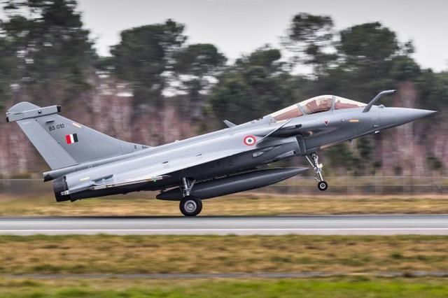 """印度空军组建第二支""""阵风""""战机中队,将部署靠近中国的东部地区"""