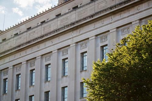 美媒:美国司法部为什么撤销对5名中国访问学者指控 理由编不下去了