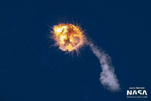 """美国航天初创公司""""萤火虫""""Alpha火箭首飞发生空中爆炸发射失败"""