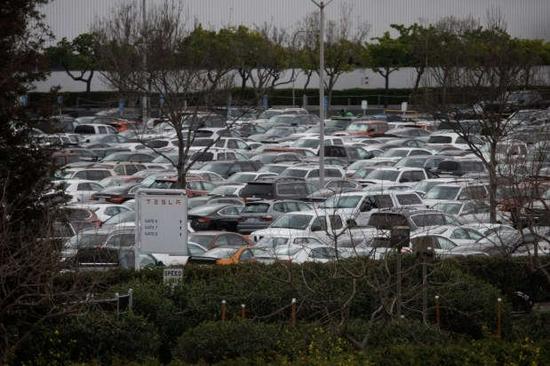 特斯拉生产过于火爆!加州工厂员工停车成难题:被迫租借900车位,运营公司大赚停车费
