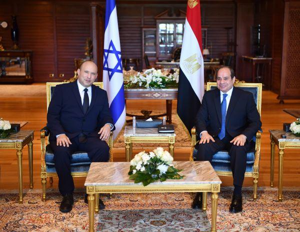 外媒:以色列总理十年来首访埃及 讨论巴以和平进程