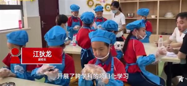 小学生卖自制月饼筹款助学 一小时内卖出3322元:网友感动称很有意义