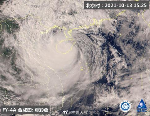 """风大雨急!台风""""圆规""""来袭,多地停课、停运、停工,港交所也休市…三亚、深圳航班大面积取消"""